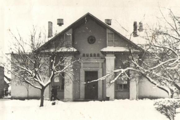 """Kino teatras """"Aušra"""" Šilalėje, 1970 m. Fotografija saugoma V. Statkevičiaus muziejuje"""