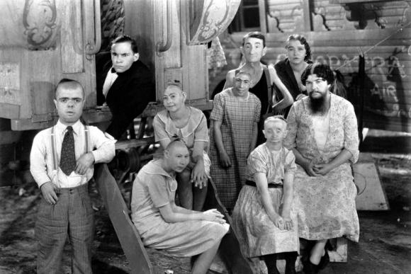 """""""Išsigimėliai"""", rež. Tod Browning, 1932"""