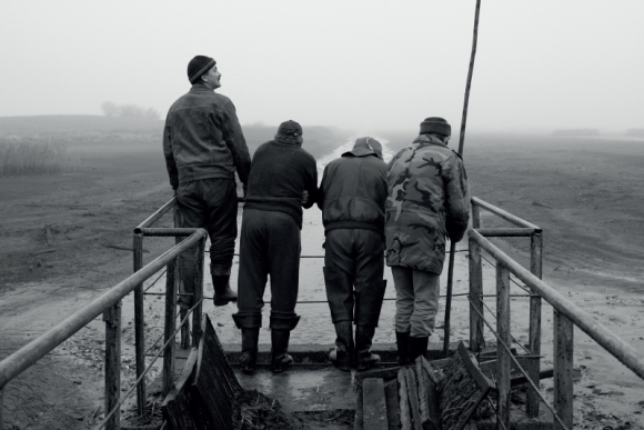 """""""Trys vyrai ir žuvų tvenkinys"""", rež. L. Pakalniņa"""