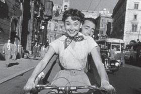 "Audrey Hepburn ir Gregory Peckas filme ""Romos atostogos"""